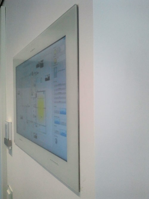 """Touch Panel PC 21,5"""" in Wand verbaut"""