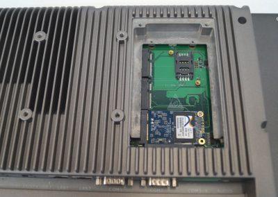 Touch Panel PC, Serie LC, Aufnahme der Speichermedien, hier mit mSATA